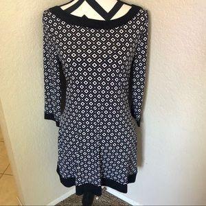 WHBM BLACK & WHITE GEOMETRIC SILKY DRESS